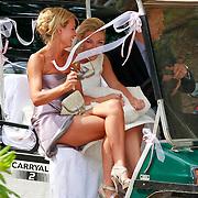 NLD/Ermelo/20070709 - Huwelijk Winston Gerstanowitz en Renate Verbaan, Renate Verbaan in een golfkar