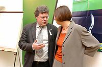 31 MAR 2003, BERLIN/GERMANY:<br /> Reinhard Buetikofer, B90/Gruene Bundesvorsitzender, und Katrin Dagmer Goering-Eckardt, B90/Gruene Fraktionsvorsitzende, im Gespraech, vor Beginn der Sitzung des Parteirates von Buendnis 90 / Die Gruenen, Bundesgeschaeftsstelle<br /> IMAGE: 20030331-01-003<br /> KEYWORDS: Katrin Dagmar Göring-Eckardt, Gespräch