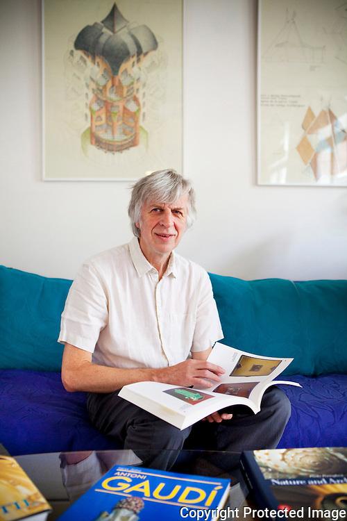 361476-architect Etienne Hoeckx in zijn woning-Lisperstraat 42 Lier