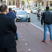NLD/Amsterdam/20130605 - Aankomst Barbara Streisand bij haar hotel in Amsterdam, beveiliging
