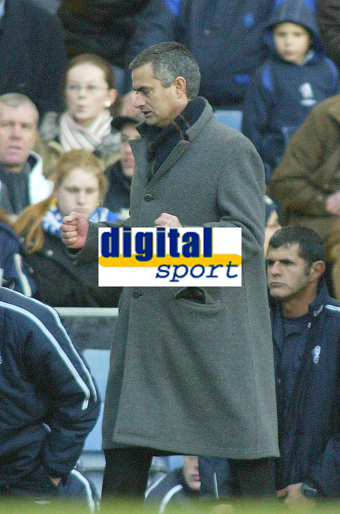 26/12/2004 - FA Barclays Premiership - Chelsea v Aston Villa - Stamford Bridge<br />Chelsea coach Jose Mourinho punches the air with his fists at the fulltime whistle as his team win 1-0<br />Photo:Jed Leicester/Back Page Images