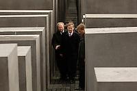 10 MAY 2005, BERLIN/GERMANY:<br /> Wolfgang Thierse (L), SPD, Bundestagspraesident und Stiftungsvorsitzender, und Horst Koehler (R), Bundespraesident , zwischen der Betonstelen des Denkmals fuer die ermordeten Juden Europas, am Tag der Eröffnung des Denkmals<br /> IMAGE: 20050510-01-003<br /> KEYWORDS: Holocaust Mahnmal, Denkmal für die ermordeten Juden Europas, Horst Köhler, Stelenfeld