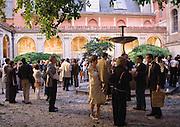Réception dans la cour de l'Ecole des Beaux-Arts de Paris à l'occasion du 15ème Anniversaire des Talens Lyriques, 2007.
