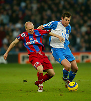 Fotball<br /> Premier League England 2004/2005<br /> Foto: BPI/Digitalsport<br /> NORWAY ONLY<br /> <br /> Crystal Palace v Blackburn Rovers<br /> 11/12/2004<br /> <br /> Andy Johnson (L) of Palace is held off by Brett Emerton