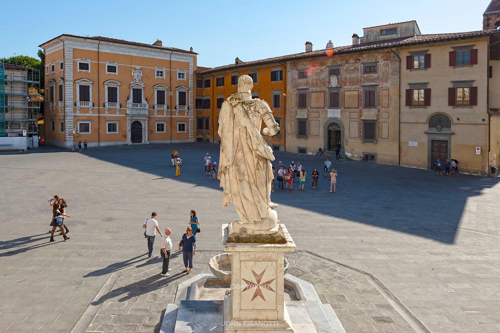 A statue in Pisa