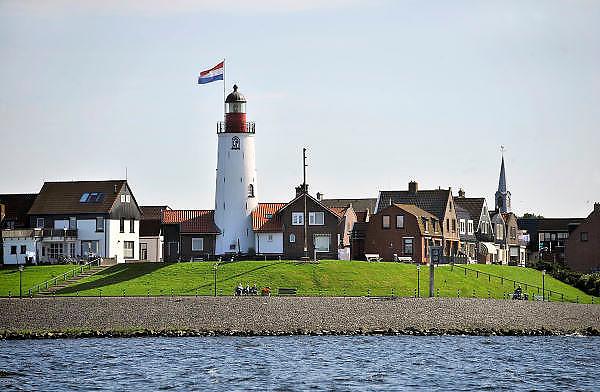 Nederland, Urk, 25-8-2011Zicht op het dorp,voormalige eiland, vanaf het ijsselmeer.Foto: Flip Franssen/Hollandse Hoogte