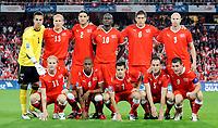 Fotball<br /> Foto: EQ Images/Digitalsport<br /> NORWAY ONLY<br /> <br /> FOOTBALL - FIFA WORLD CUP 2010 - QUALIFYING ROUND - GROUP 7 - SVEITS V HELLAS  - 5/09/2009<br /> <br /> Mannschaftsfoto Schweiz im Bild, Marco Padalino, Gelson Fernandes, Tranquillo Barnetta, Steve von Bergen und Alex Frei hinten Diego Benaglio, Stephane Grichting, Alain Nef, Blaise Nkufo, Benjamin Huggel und Ludovic Magnin<br /> <br /> Lagbilde Sveits