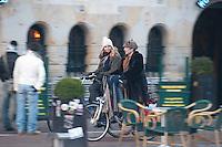 Amsterdam 20100114.Kro Stinkend rijk, Jan Jac, Kim, Laurens op straat