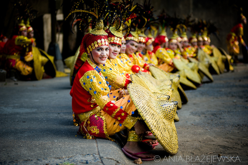 """Aliwan Fiesta is the annual """"mother of festivals"""" in the Philippines, which is usually organized in mid-April in Manila. In this incredibly colourful event take part champions - the best contingents of the best Filipino festivals, fabulous not only on the scene, but also in the backstage, where it's possible to admire their extraordinary outfits.<br /> Tribu Panayanon, the winner of Dinagyang festival in Iloilo (for their photos check my Dinagyang gallery) was also the champion of the Aliwan Fiesta."""