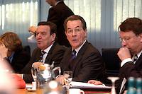09 JAN 2005, BERLIN/GERMANY:<br /> Gerhard Schroeder (L), SPD, Bundeskanzler, und Franz Muentefering (M), SPD Parteivorsitzender, Klaus Uwe Benneter (R), SPD Generalsekretaer, vor Beginn der Sitzung des SPD Praesidiums zum Auftakt der Klausurtagungen, Willy-Brandt-Haus<br /> IMAGE: 20050109-01-020<br /> KEYWORDS: Präsidium, Gerhard Schröder, Franz Müntefering
