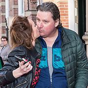 NLD/Amsterdam/20190414 - Premiere 't Schaep met de 5 Pooten, Diederik Ebbinge kust zijn vrouw Roosmarijn Luyten