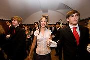 Wien/Oesterreich, AUT, 21.12.2007: Junge Tanzschueler posieren waehrend einem Anfaenger Tanzkurs in der beruehmten Tanzschule Elmayer in der Braeunerstraße im Wiener Stadtzentrum.<br /> <br /> Vienna/Austria, AUT, 21.12.2007: Young dancers attending a beginners course at the Elmayer Dancing School in the city center of Vienna.