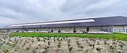 Nederland, the Netherlands, Oirlo, 10-10-201724.000 Kippen, leghennen, in de hypermoderne en meest duurzame kippenstal ter wereld. De Kipster moet een kippenbedrijf zijn wat milieuvriendelijk en diervriendelijk eieren produceert. De stal is klimaatneutraal.De kippen komen komende week in de stal. Via zonnepanelen op het dak wordt eigen stroom opgewekt.Foto: Flip Franssen