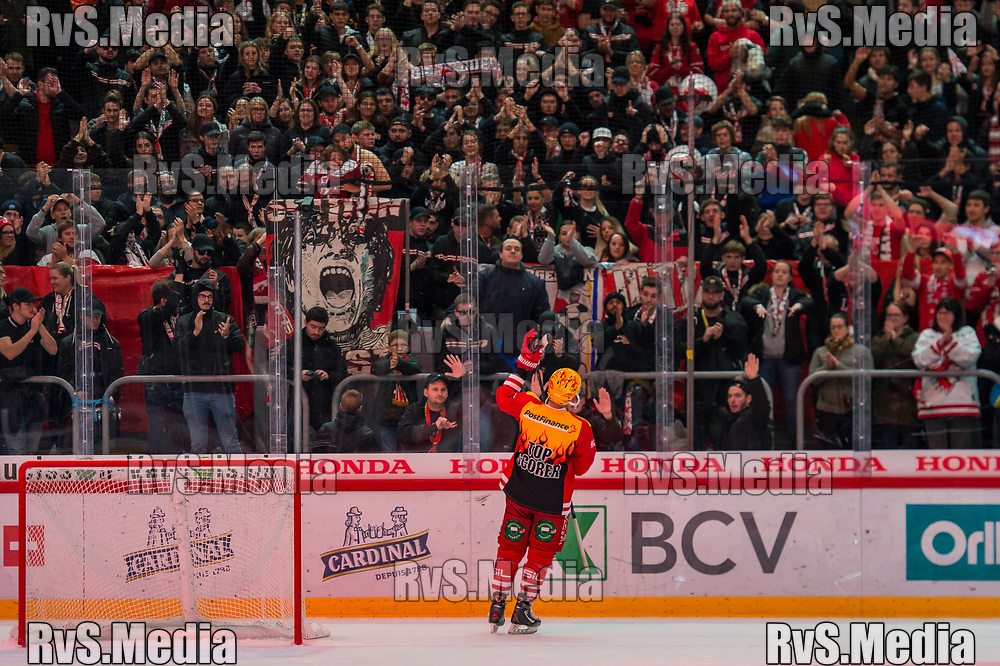 LAUSANNE, SWITZERLAND - NOVEMBER 23: TopScorer #15 Dustin Jeffrey of Lausanne HC salute to the crowd after the Swiss National League game between Lausanne HC and Geneve-Servette HC at Vaudoise Arena on November 23, 2019 in Lausanne, Switzerland. (Photo by Robert Hradil/RvS.Media)
