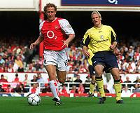 Fotball. Premier League. 21.09.2002.<br /> Arsenal v Bolton.<br /> Ray Parlour, Arsenal.<br /> Per Frandsen, Bolton.<br /> Foto: David Price, Digitalsport