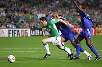 Fotball<br /> VM-kvalifisering<br /> Irland v Frankrike<br /> 07.09.2005<br /> Foto: Dppi/Digitalsport<br /> NORWAY ONLY<br /> <br /> ROBBIE KEANE (IRE) / JEAN ALAIN BOUMSONG / LILIAN THURAM (FRA)