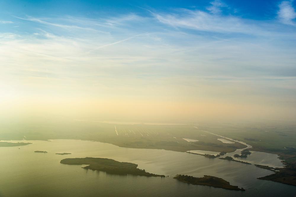 Nederland, Noordoostpolder, Weerribben, 04-11-2018; National Park Weerribben-Wieden. Zicht op de Beulakkerwijde bij nevel in de herfst.<br /> National Park, Weerribben. <br /> <br /> luchtfoto (toeslag op standaard tarieven);<br /> aerial photo (additional fee required);<br /> copyright © foto/photo Siebe Swart