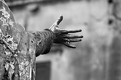 Lecce - Festeggiamenti in onore di Sant'Oronzo, San Giusto e San Fortunato. Particolaredella mano della statua di SantOronzo.