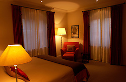 BRUSSELS, BELGIUM - MARCH-13-2003 -  WHAT'S DOING BRUSSELS TRAVEL STORY - BETH FLYNN EDITOR -  All rooms at the Hotel Amigo are unique in layout and decor with no two being alike. This mid-range suite runs about $1,500 per night. (PHOTO / REPORTERS © JOCK FISTICK)