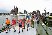 Nederland, Cuijk, 22-7-2016De deelnemers aan de 4daagse, vierdaagse, lopen op de vierde dag, de dag van Cuijk en de intocht, o.a over de pontonbrug over de Maas bij Cuijk, neergelegd door de nederlandse landmacht, genie. The International Four Day Marches Nijmegen is the largest marching event in the world. It is organized every year in Nijmegen mid-July as a means of promoting sport and exercise. Participants walk 30, 40 or 50 kilometers daily, and on completion, receive a royally approved medal The participants are mostly civilians, but there are also a few thousand military participants. In 2004 a restriction on the maximum number of registrations is set for the first time. The maximum number of 47,000 registrations then has been reached within 6 weeks. More than a hundred countries have been represented in the Marches over the years.Foto: Flip Franssen
