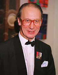 SIR ROBERT FELLOWES former private secretary to HM The Queen, at a dinner in London on 1st June 1999.MSR 33