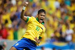 Neymar comemora após marcar gol durante a partida contra o Japão, válida pela primeira rodada da Copa das Confederações, no Estádio Nacional Mané Garrincha, em Brasília. FOTO: Jefferson Bernardes/Preview.com