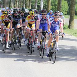 WIELRENNEN, Hoofddorp, Olympias tour. De mannen van Jo Piels (Joey van Rhee, Jasper Hamelink) controleren de koers voor leider Berden de Vries