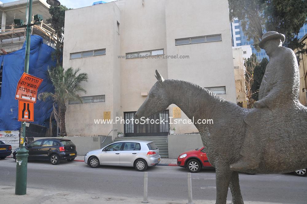 Israel, Tel Aviv, Rothschild Boulevard Statue of Meir Dizengoff first mayor of Tel Aviv on his horse