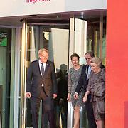 NLD/Delft/20160316 - Prinses Mabel en Prinses Beatrix aanwezig bij uitreiking Prins Friso Ingenieursprijs 2016, Prinses Beatrix, Prinses Mabel en burgemeester Bas Verkerk
