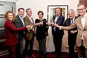 Onthulling van de Mies Bouwman Foyer in het Beatrix Theater Utrecht.<br /> <br /> Albert Verlinde, zoon Joost Timp, Mies Timp, Robert ten Brink, burgemeester Jan van Zanen en Albert Arp CEO Jaarbeurs Holding medt Antje Monteiro