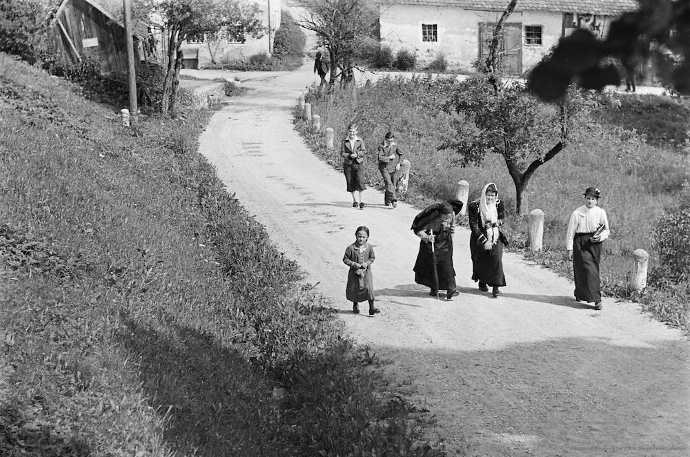 Onlookers, diamond wedding anniversary, Leonstein, Austria, 1937