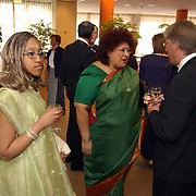 Expositie opening AIDS Europe Huizen, ambassadrice Zuid Afrika, Priscilla Jana en dochter Chanel