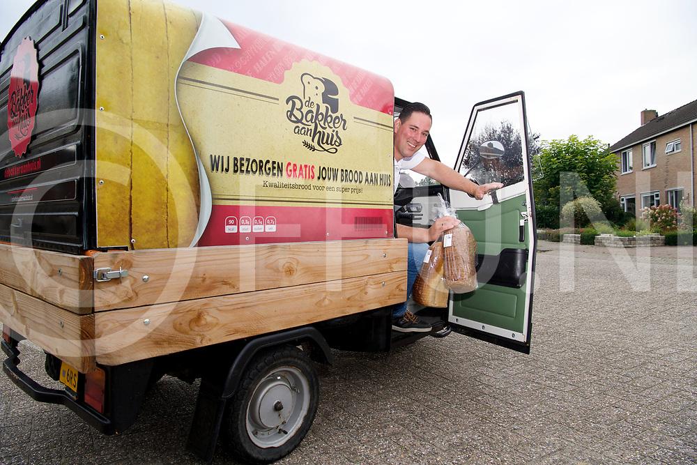 OMMEN - Brood in een TukTuk<br /> Foto: Wilco Zijda bezorgd brood met eenTukTuk.<br /> FFU PRESS AGENCY COPYRIGHT FRANK UIJLENBROEK