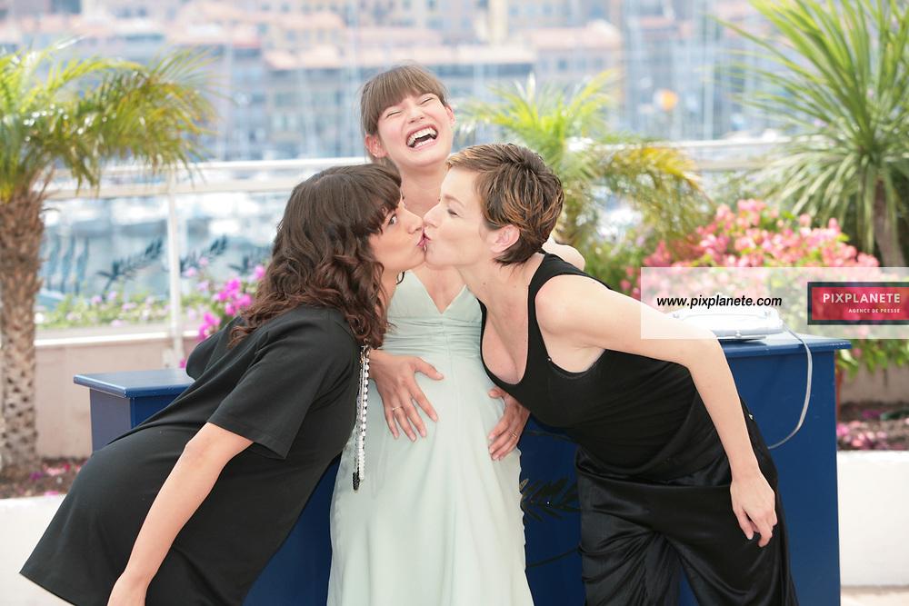 Stephania Rocca - Asia Argento - Bianca Balti - - Festival de Cannes - Photocall Go go Tales - 23/05/2007 - JSB / PixPlanete