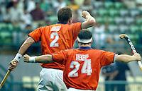 WK Hockey (mannen). Nederland-Nieuw Zeeland 4-0. Vreugde bij Bram Lomans (l) en Taeke Taekema nadat Lomans de stand op 2-0 gebracht.