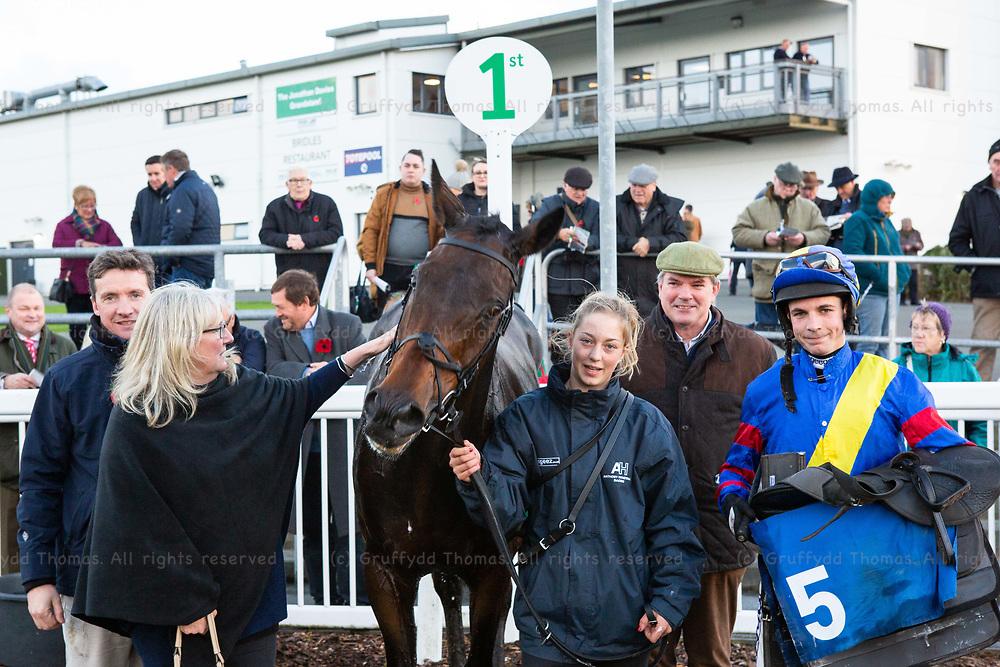 Ffos Las Racecourse, Trimsaran, Wales, UK. Sunday 11 November 2018. Rex Dingle with Jepeck, winner of the Beggars Belief Handicap Chase (Race 6)