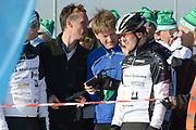 DE HOLLANDSE100 by LYMPH & CO op FlevOnice te Biddinghuizen. Een duatlon bestaande uit twee onderdelen: schaatsen en fietsen. Het evenement wordt georganiseerd om geld op te halen voor Lymph&Co dat zich inzet tegen lymfklierkanker.<br /> <br /> Op de foto:  Prins Pieter-Christiaan (M) en Jochem Uytdehaage (R)