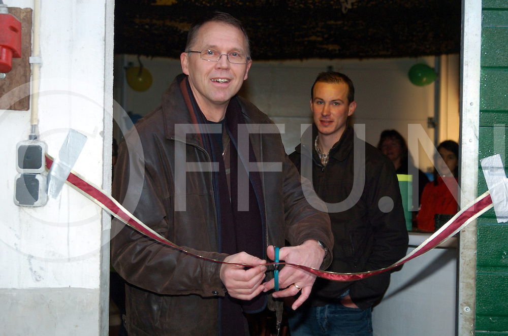 071201 rheezerveen nederland..wethouder lieze opent zorgstal gerrits. tevens is daar een open huis. ..fotografie frank uijlenbroek©2007 sander uijlenbroek....