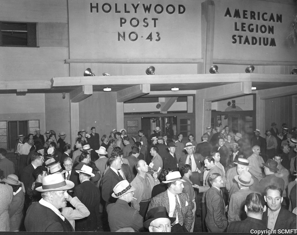 1940 Boxing fans at Hollywood Legion Stadium