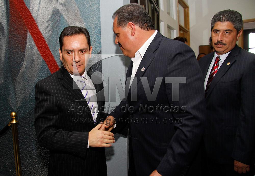 Toluca, México.- Miguel Ángel Contreras Nieto,  quien fue propuesto por el Ejecutivo estatal como Procurador General de Justicia del Estado de México, sostuvo una reunión con los diputados del PT, entre ellos Óscar Hernández. Agencia MVT / Crisanta Espinosa