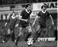 Fotball<br /> England <br /> Foto: Colorsport/Digitalsport<br /> NORWAY ONLY<br /> <br /> Phil Thompson (Liverpool) Graeme Souness (right) Everton v Liverpool. FA Cup 4th rd. 24/1/81