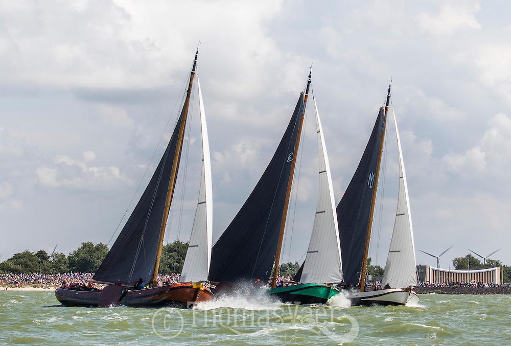 SKS Skûtsjesilen op het IJsselmeer bij Stavoren SKS skûtsjesilen
