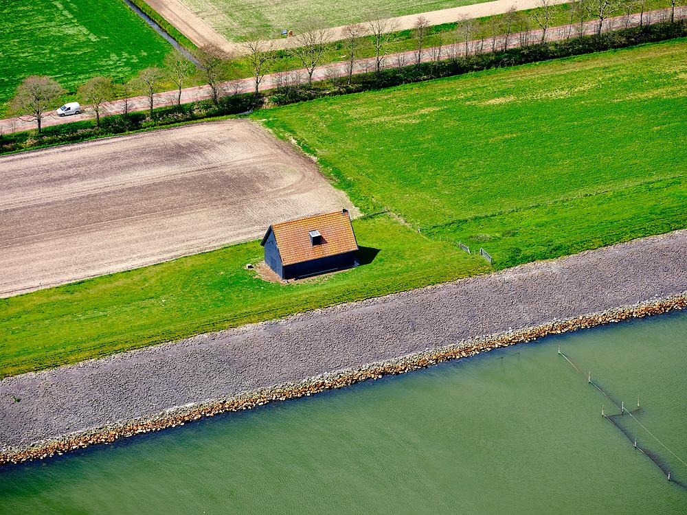 Nederland, Noord-Holland, gemeente Hollands Kroon, 07-05-2021; Polder Wieringermeer, Wieringerwerf. Dijkmagazijn aan de Zuiderdijkweg, zwart geteerd met rood pannendak.<br /> Polder Wieringermeer, Wieringerwerf. Dike warehouse on Zuiderdijkweg, black tarred wood with red tiled roof.<br /> luchtfoto (toeslag op standard tarieven);<br /> aerial photo (additional fee required)<br /> copyright © 2021 foto/photo Siebe Swart