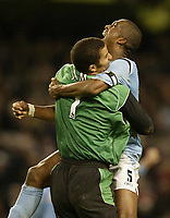 Fotball<br /> Premier League England<br /> 2004/2005<br /> 16.10.2004<br /> Foto: SBI/Digitalsport<br /> NORWAY ONLY<br /> <br /> Manchester City v Chelsea<br /> <br /> City's Sylvain Distin and David James celebrate victory over Chelsea