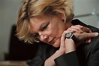 19 JAN 2001, BERLIN/GERMANY:<br /> Margareta Wolf, Parl. Staatssekretaerin beim Bundeswirtschaftsministerium, waehrend einem Interview, in ihrem Buero, Bundeswirtschaftsministerium<br /> IMAGE: 20010119-02/01-22<br /> KEYWORDS: Staatssekretärin, Büro