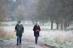 © Licensed to London News Pictures 31/12/2020.        Sidcup, UK. Walkers wearing their winter coats. A freezing cold wintery scene at Footscray Meadows in Sidcup, South East London this new years eve as the country wakes up to one of the coldest days of 2020. Photo credit:Grant Falvey/LNP