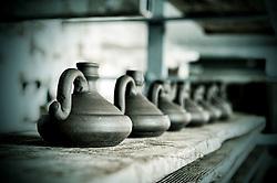 Particolare dei vasi d'argilla durante l'essiccazione