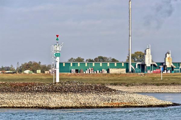 Nederland, Nijmegen, 21-10-2018 De splitsing van de Rijn bij Pannerden in het Pannerdensch, pannerdens kanaal die uitkomt in de Nederrijn en later in de IJssel en hier bij Millingen overgaat in de Waal. Tweederde water naar de Waal, eenderde naar de aftakking. Foto: Flip Franssen