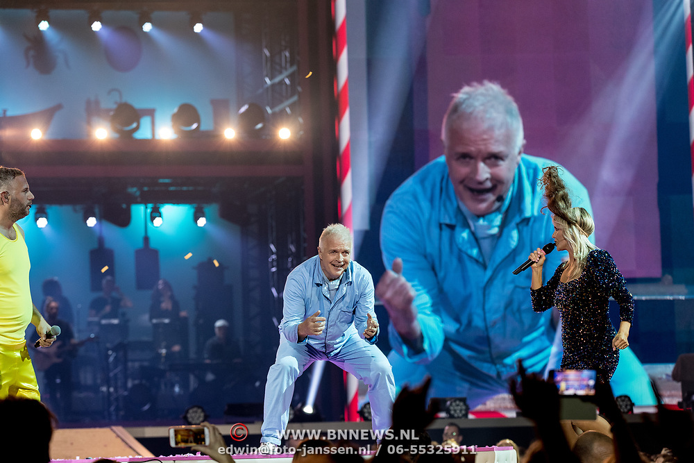 NLD/Amsterdam/20191115 - Chantals Pyjama Party in Ziggo Dome, Chantal Janzen en Peter Jan Rens en Tijl Beckand