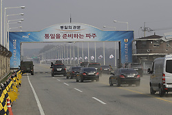April 27, 2018 - Paju, SOUTH KOREA - April 27,2018-Paju, South Korea-South Korean President Motorcade passing by Unification Bridge in Paju, South Korea. South Korean President Moon had meet North Korean leader Kim Jong Un Today. (Credit Image: © Ryu Seung-Il via ZUMA Wire)